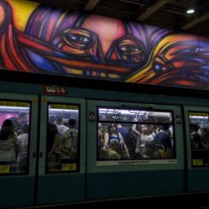 mural-vida-y-trabajo-metro-parque-bustamante-alejandro-mono-gonzalez-andrea-manuschevich-para-plataforma-urbana-1-528x352